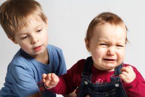 Gschwister streiten sich